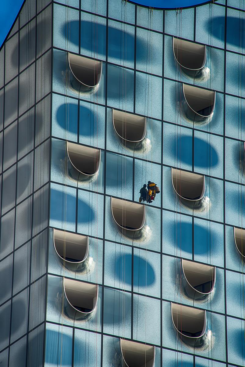 Fenster putzen an der Elbphilharmonie