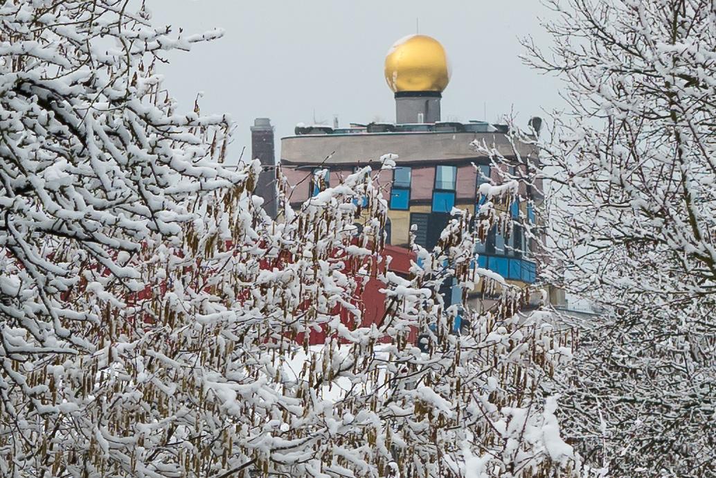 Hundertwasserhaus im Winter
